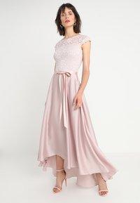 Swing - Společenské šaty - peach - 0