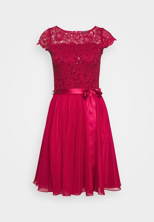 Koktejlové šaty/ šaty na párty - rio rot