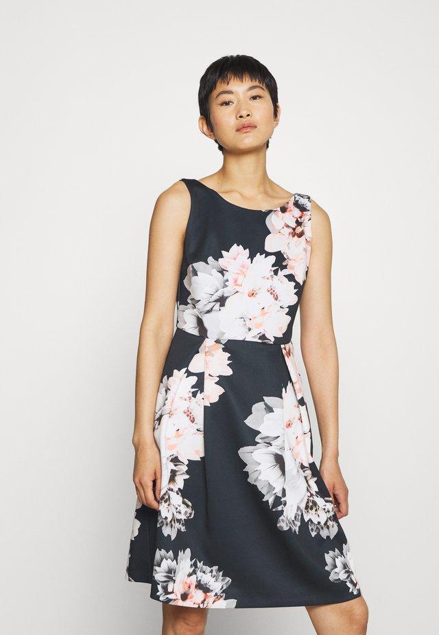 DRESS - Vestido ligero - schwarz/bunt