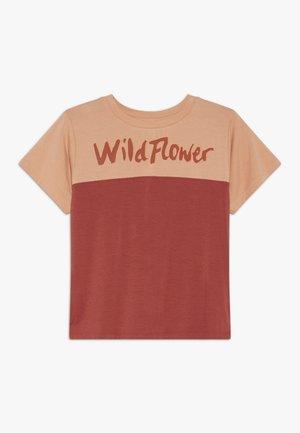 DOMINIQUE - T-Shirt print - burnt brick