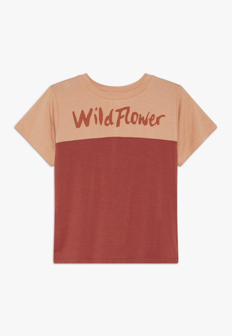 Soft Gallery - DOMINIQUE - T-shirt z nadrukiem - burnt brick