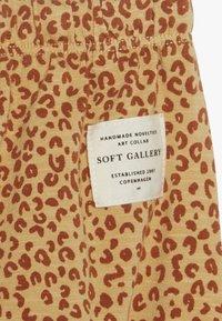 Soft Gallery - HAILEY PANTS LEO SPOT - Spodnie materiałowe - taffy - 3