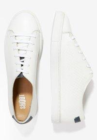 Shoot - Sneakersy niskie - white/navy - 1