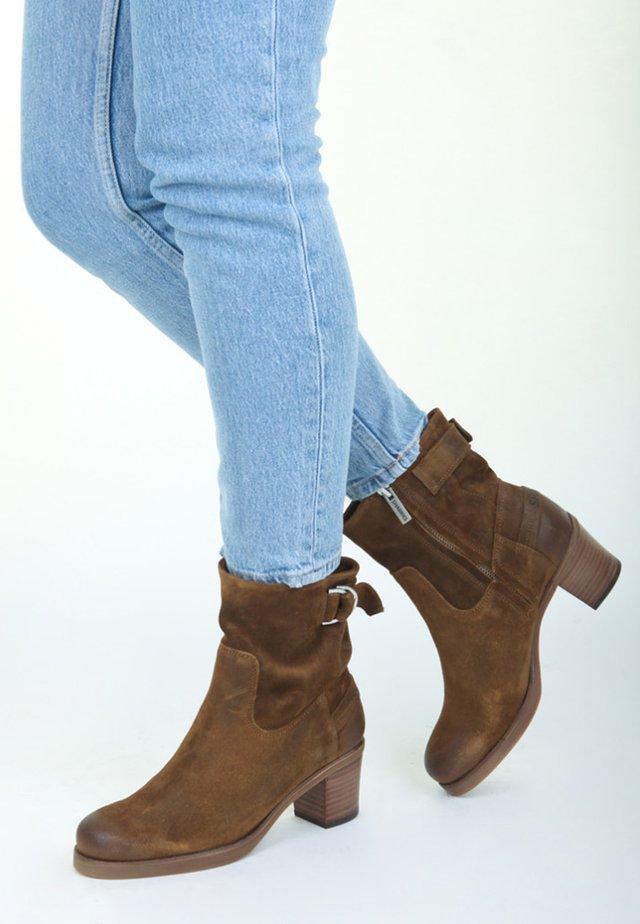 REISSVERSCHLUSS - Ankle boots - brown