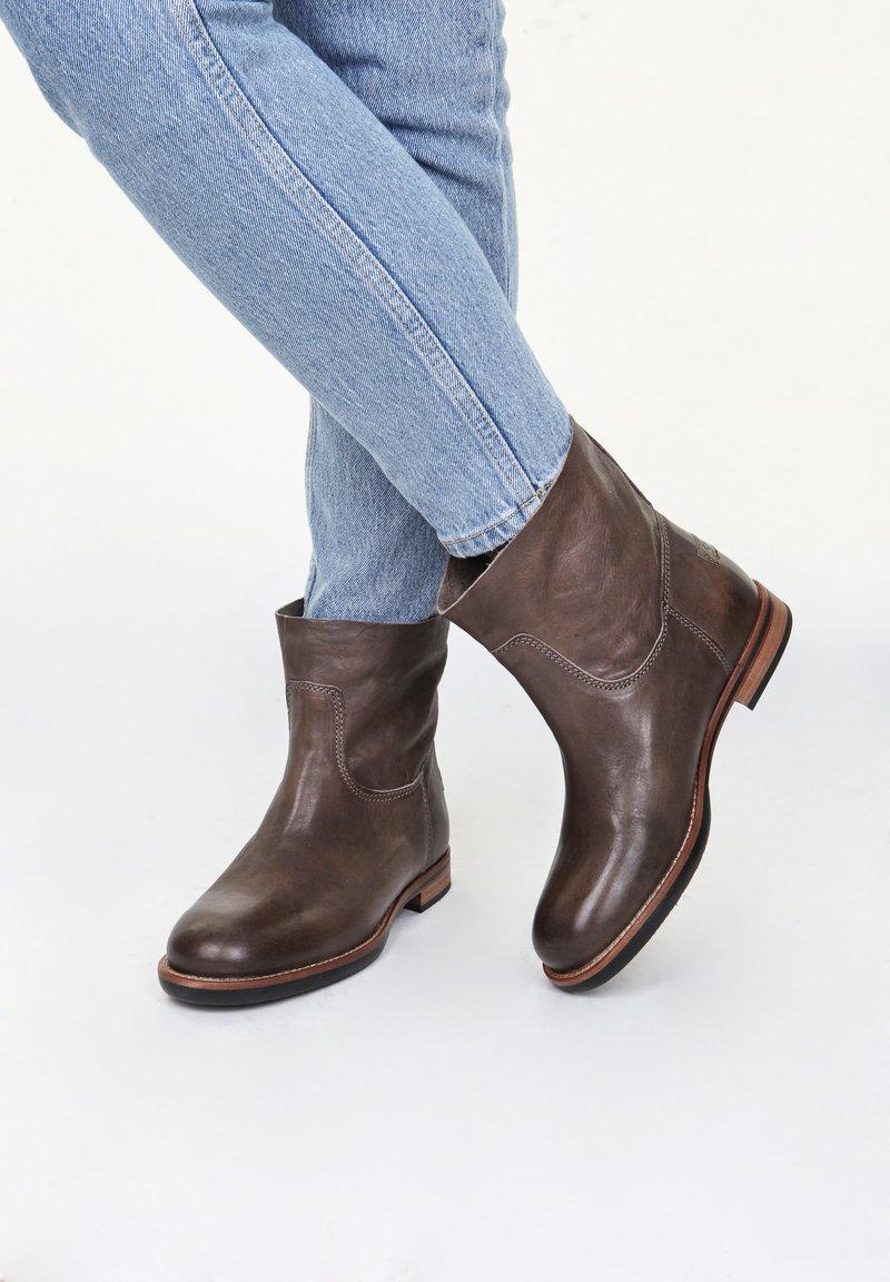 Shabbies Amsterdam - MIT BLOCKABSATZ - Classic ankle boots - taupe