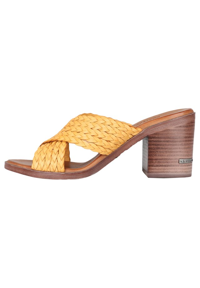MIT FLECHT-DETAIL - Sandals - yellow