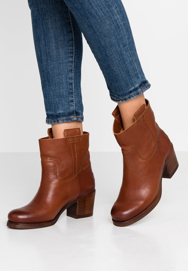 Shabbies Amsterdam - Classic ankle boots - cognac
