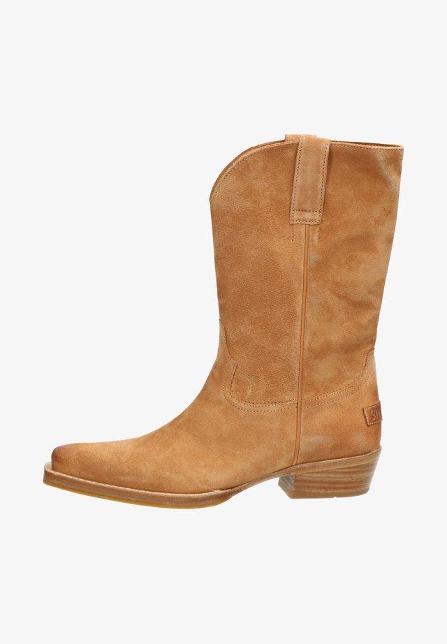 Boots - light brown
