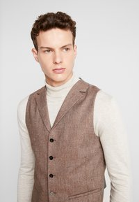 Shelby & Sons - CRANBROOK WAISTCOAT - Waistcoat - light brown - 3
