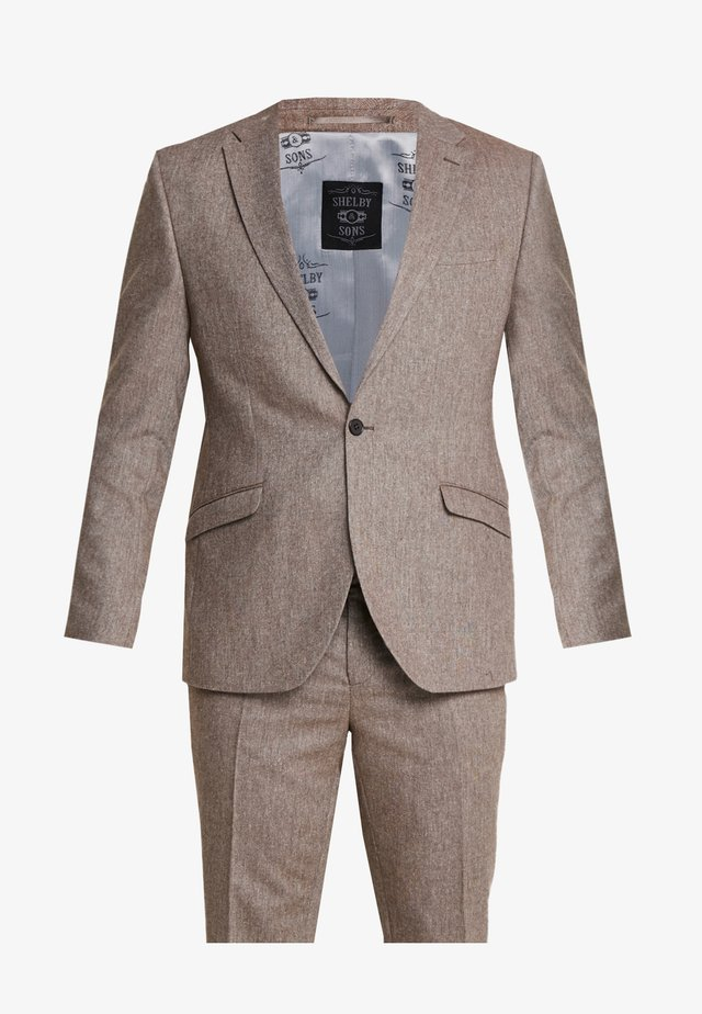 CRANBROOK SUIT PLUS - Suit - light brown