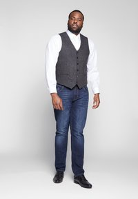 Shelby & Sons - SIDCUP WAISTCOAT PLUS - Vesta - charcoal - 1