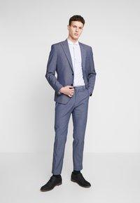 Shelby & Sons - PORTLAND SHIRT - Finskjorte - white & blue - 1