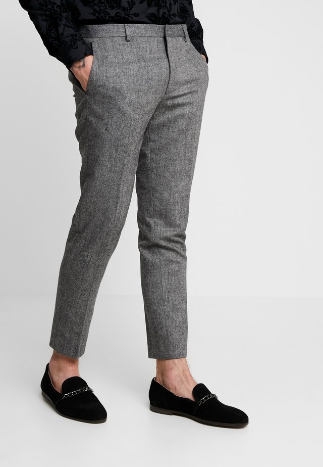 TAPERED TROUSER - Stoffhose - grey