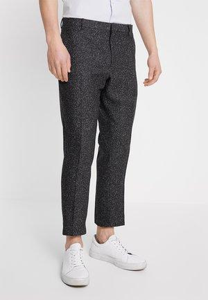 GIB TAPERED - Spodnie materiałowe - charcoal