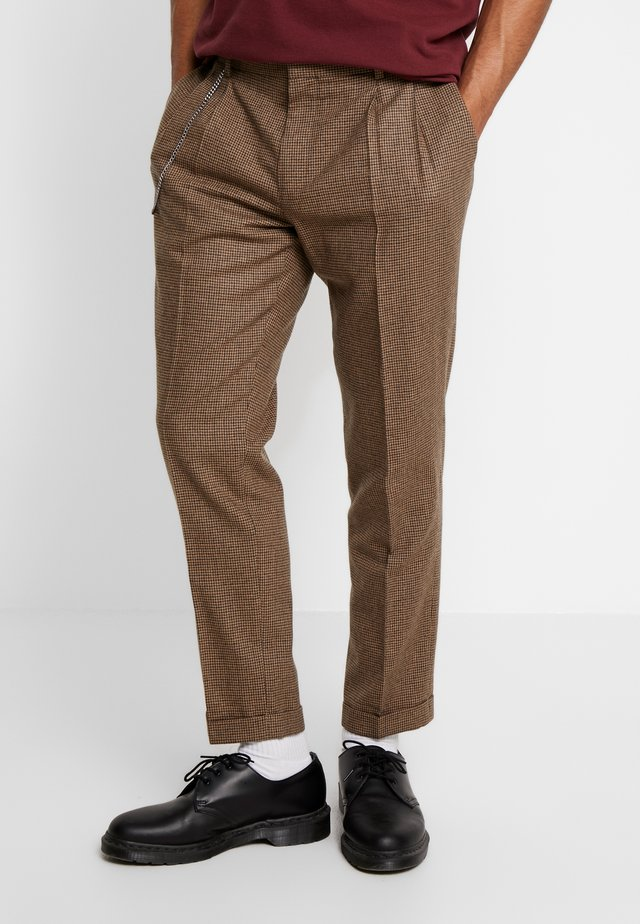 TURN-UP  - Trousers - brown
