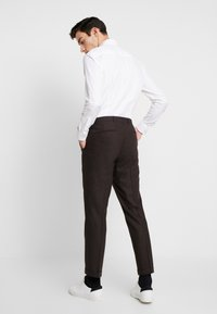 Shelby & Sons - THIRSK TROUSER - Kalhoty - dark brown - 2