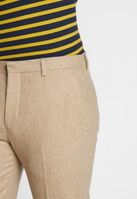 Shelby & Sons - BEMBRIDGE TROUSER - Trousers - camel - 3