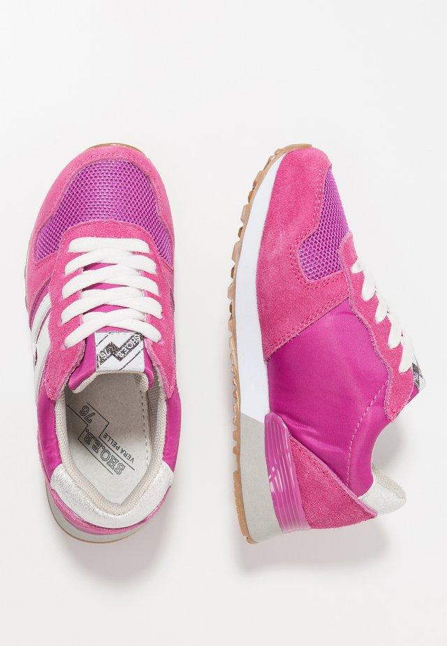 Sneaker low - fuxia/white