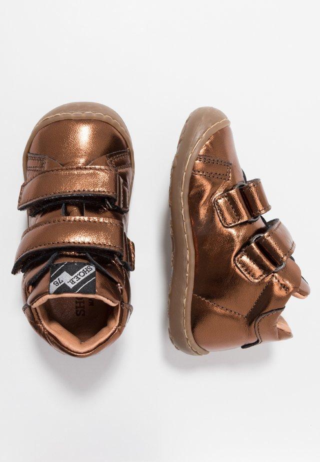 Lära-gå-skor - laminated bronze