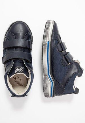 High-top trainers - blu