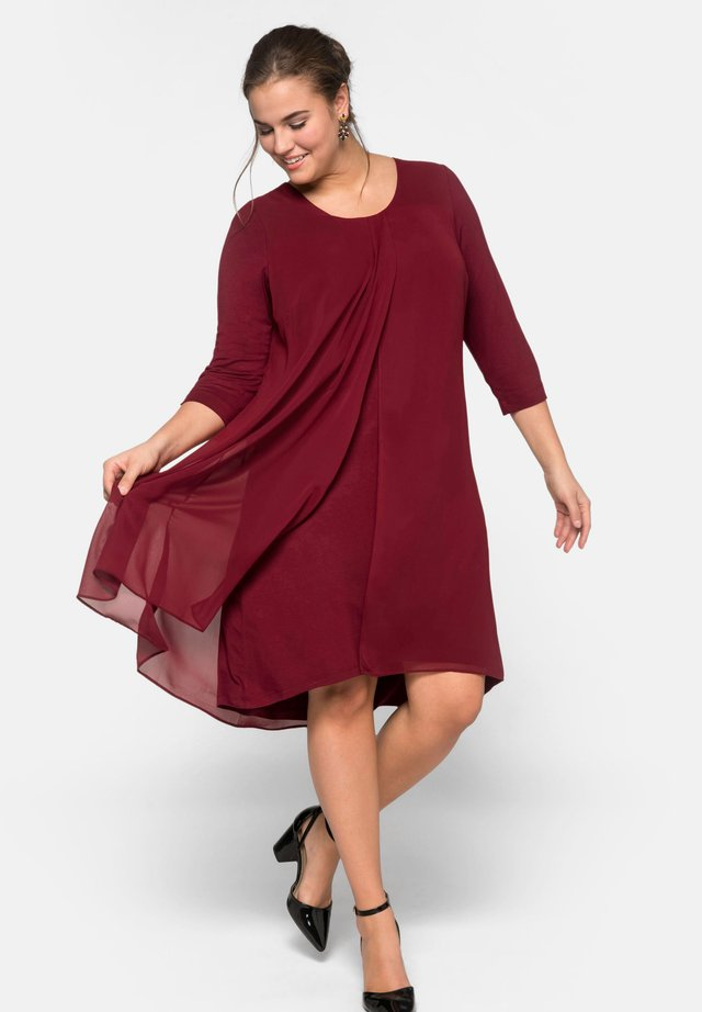 Cocktailjurk - ruby red