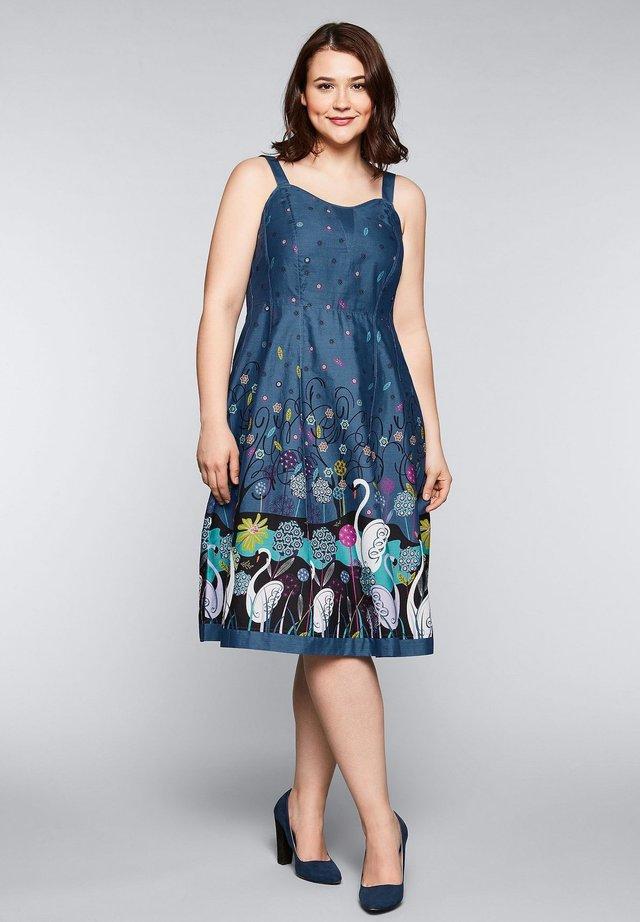 BY JOE BROWNS - Day dress - rauchblau bedruckt