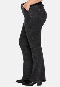 Sheego - Jeans bootcut - black denim - 3