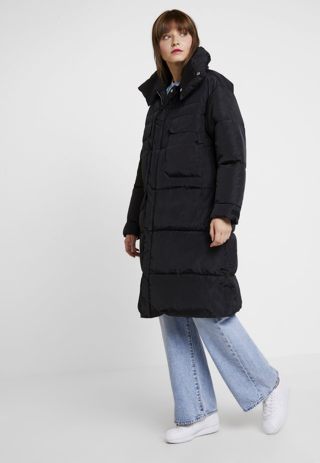 OVERSIZE PUFFER WITH FRONT POCKETS - Talvitakki - black