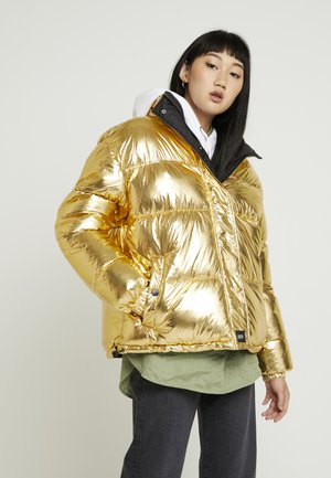 OVERSIZE SHINNY PUFFER JACKET - Winter jacket - gold