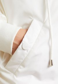 Sixth June - JACKET WITH DOUBLE POCKET AND ON THE HOOD - Talvitakki - white - 4