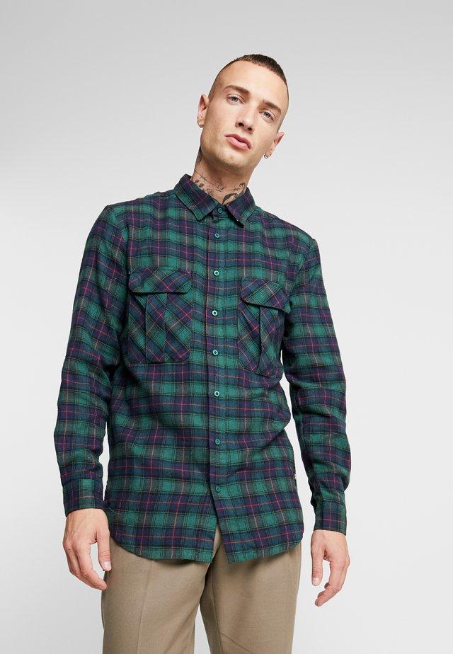 SHIRT WITH CARGO POCKETS - Overhemd - green