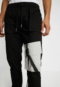 Sixth June - JOGGER MULTIPOCKET - Bojówki - black - 3