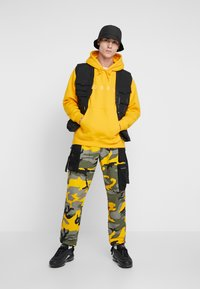 Sixth June - PANTS CAMO - Pantalon cargo - yellow - 1