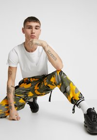 Sixth June - PANTS CAMO - Pantalon cargo - yellow - 3