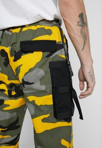 Sixth June - PANTS CAMO - Pantalon cargo - yellow - 6