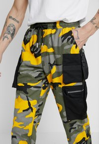 Sixth June - PANTS CAMO - Pantalon cargo - yellow - 4