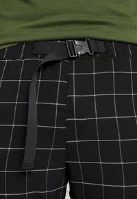 Sixth June - SQUARE PANTS WITH UTILITY BELT - Pantalones - black - 4