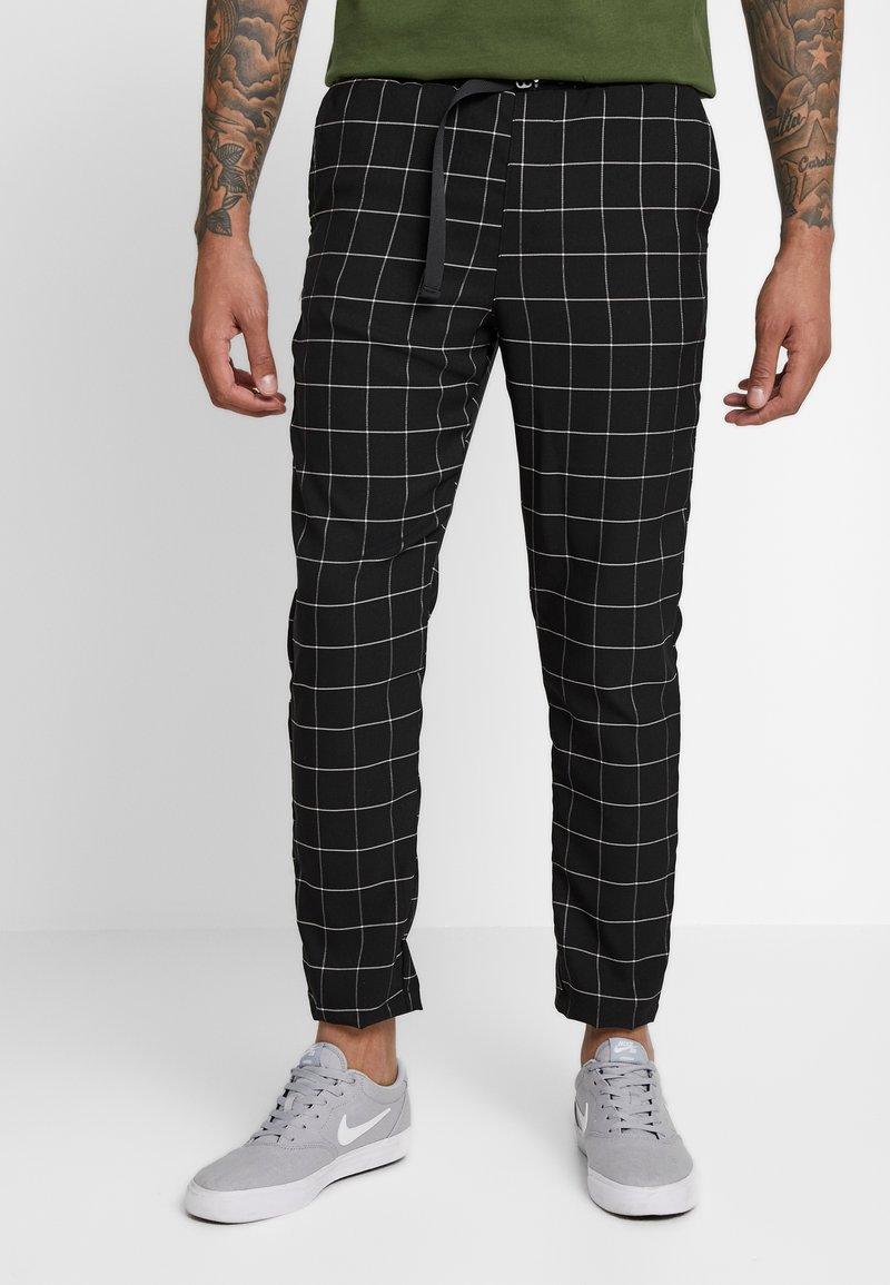 Sixth June - SQUARE PANTS WITH UTILITY BELT - Pantalones - black