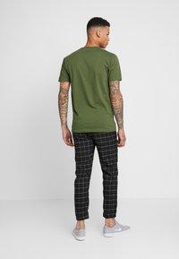 Sixth June - SQUARE PANTS WITH UTILITY BELT - Pantalones - black - 2