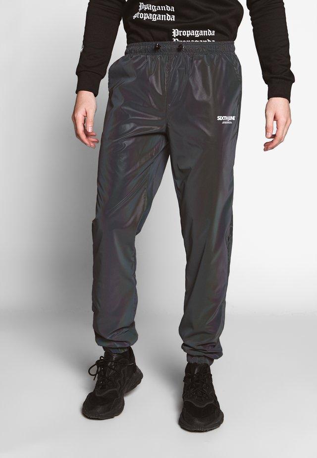 IRIDESCENT JOGGERS - Jogginghose - black