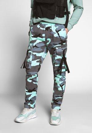 CAMO PANTS - Pantaloni cargo - blue grey washed