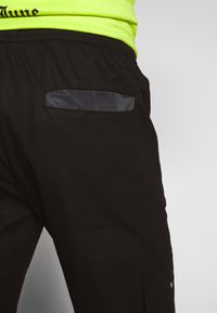 Sixth June - TACTICAL PANTS WITH IRIDESCENT POCKET - Cargobyxor - black - 3