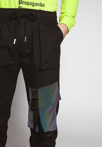 Sixth June - TACTICAL PANTS WITH IRIDESCENT POCKET - Cargobyxor - black - 5