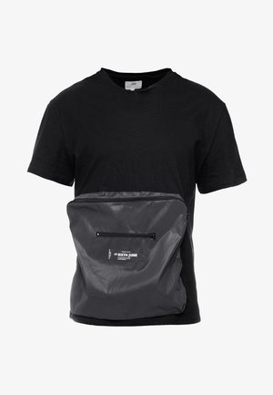 WITH REFLECTIVE POCKET - Triko s potiskem - black