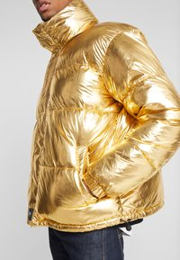 Sixth June - OVERSIZE PUFFER - Zimní bunda - gold - 5