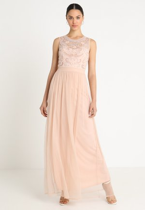NIKALIA - Společenské šaty - blush