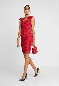 Sista Glam - MAZZIE - Vestido de cóctel - red - 2