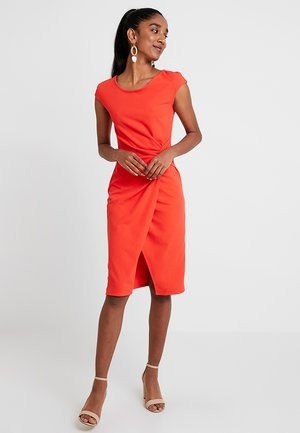 Vestido de tubo - coral
