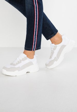 WIDE FIT NELL PRETTY UGLY TRAINER - Sneakers basse - white