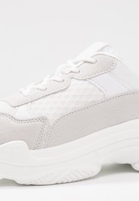 Simply Be - WIDE FIT NELL PRETTY UGLY TRAINER - Sneakers - white - 2